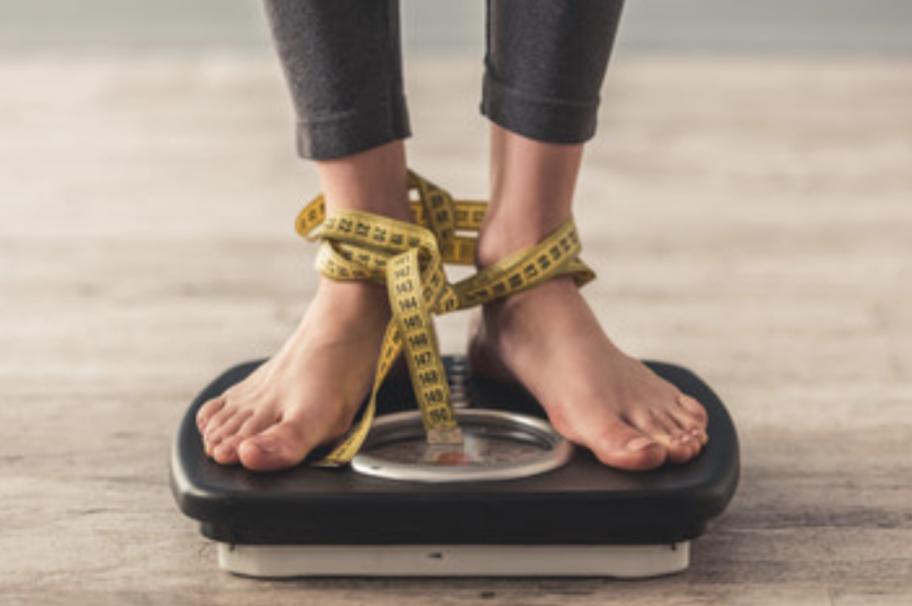 2.拒食症と過食症の症状比較表